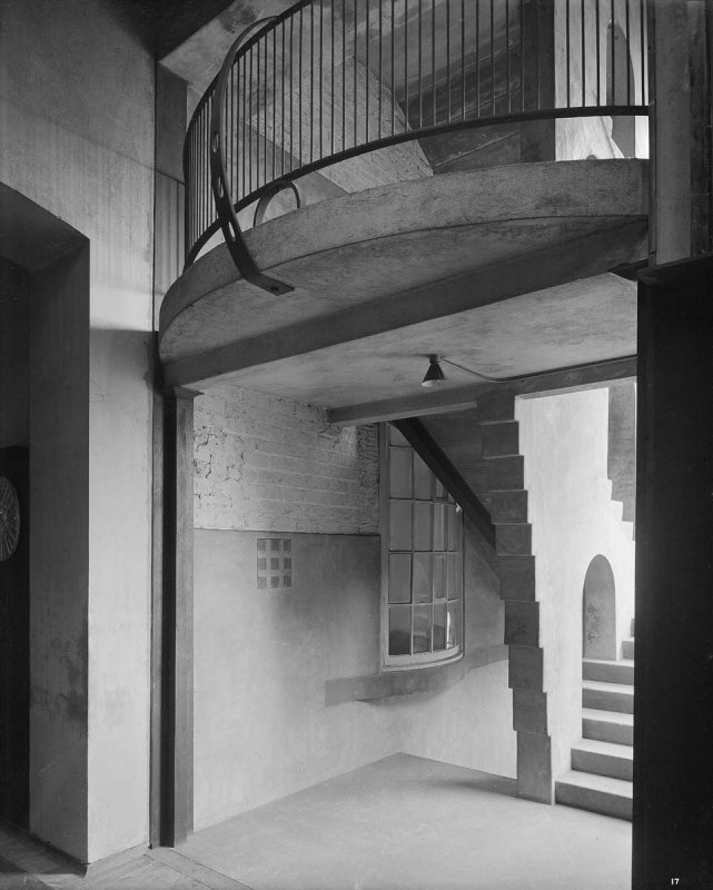 ©HES. 1910 Photograph of the east staircase taken by Bedford Lemere.