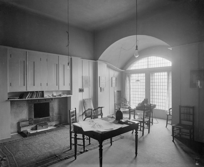 ©HES. 1910 Photograph of the Director's Studio taken by Bedford Lemere.